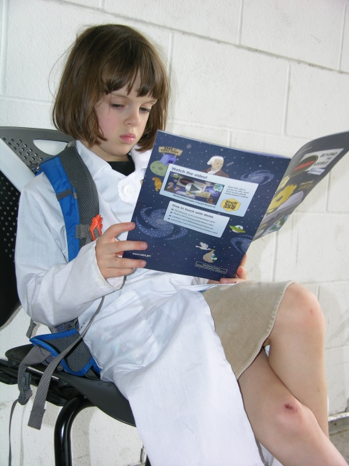 Peo reading JWST comic